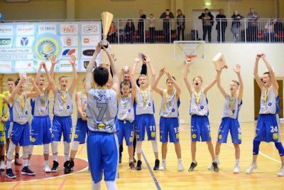 """2017 m. vainikavo didžiausias Lietuvos istorijoje tarptautinis vaikų krepšinio turnyras """"Xiaomi Christmas Cup 2017"""""""