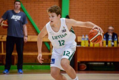 Pirmoje mačo dalyje į priekį pabėgę Sostinės KM I krepšininkai tapo žalgiriečių varžovais U15 čempionato finale
